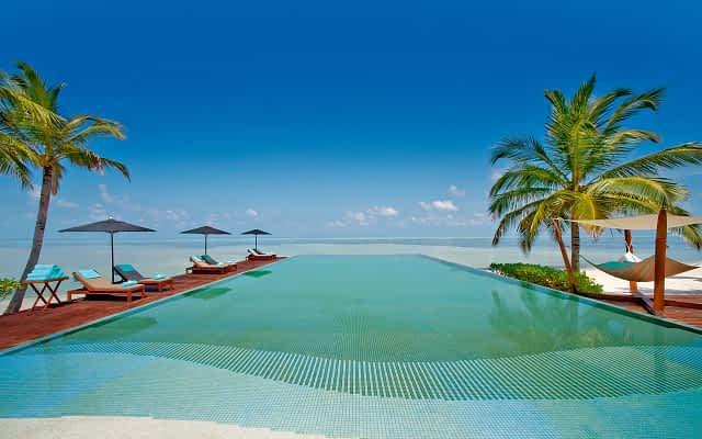 piscina em hotel nas maldivas